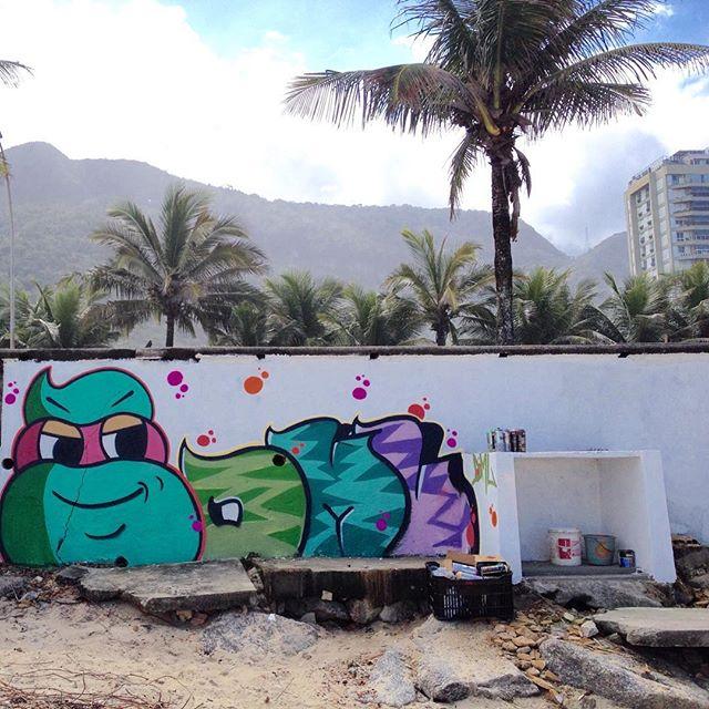 #plantiokids #streetartrio #dmlone #graffiti #Graffrio #riodejaneiro #streetart #aerosol #streetrio #sprayart #plt #praia #tags #graffitiart #plantio #streetrj