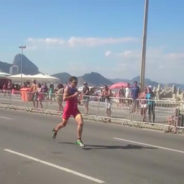 Ritmo fortíssimo na corrida, do evento teste de Triathlon que acontece em Copacabana, mesmo com esse forte calor no Rio.