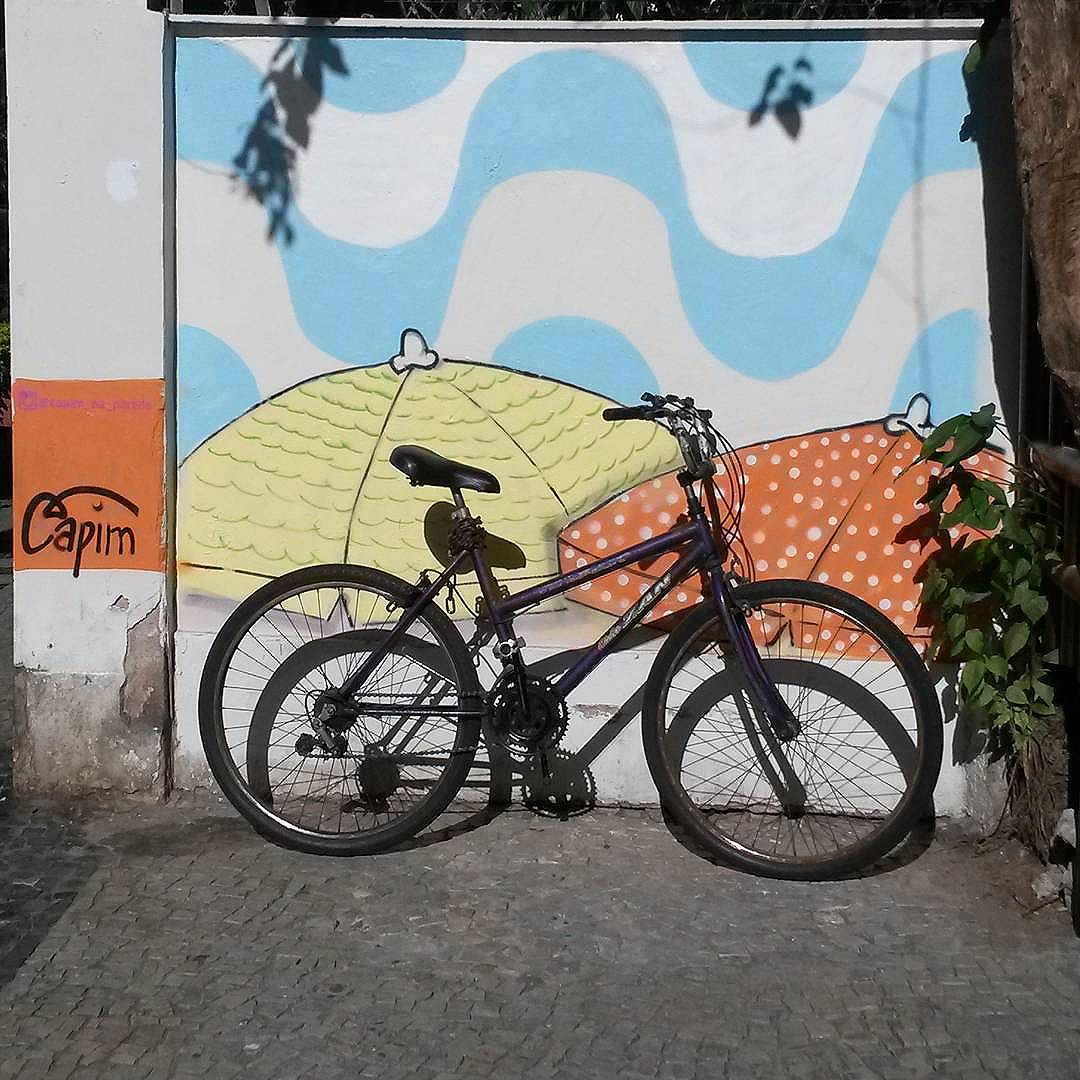 Vamos a la playa oh oh oh oh oh Kkkkkkkk  #capimnaparede #igersrio #igers  #streetartnews #streetartrio #rjgraffiti #graffitirio #graffiti_clicks #grafitecarioca #grafite #rj #gafisa #vaidebike #murosdacidade #graffitiwall #mtn #94 #instagrafite #graffitirj #graffiticarioca #misturaurbana #spraypaint #bike #bicicleta