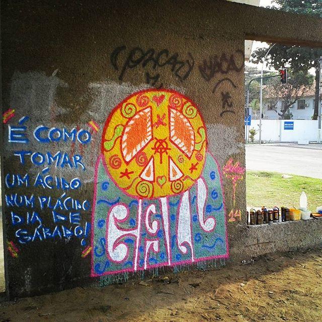 BOMB DIA !!! #graffiti #bomb #throwup #xarpi #xarpirj #pixo #tag #riodejaneiro #hotmonkey #amantesdotraçooculto #novaera #streetartrio #vandalovers #colorginarteurbana #psychedelic #psicodelico #acid #acido #drop #speedfreaks #bnegao #mirage #miragem #rap #hiphop