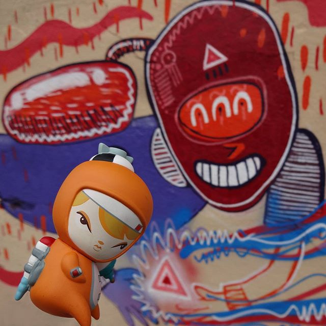 Cosmic Pennie gets good vibes from @fabiobirita !...  #fabiobirita #biritaillustration #pyramidpower #energized #streetartrio #graffitiart #cosmicvibes #kathieolivas