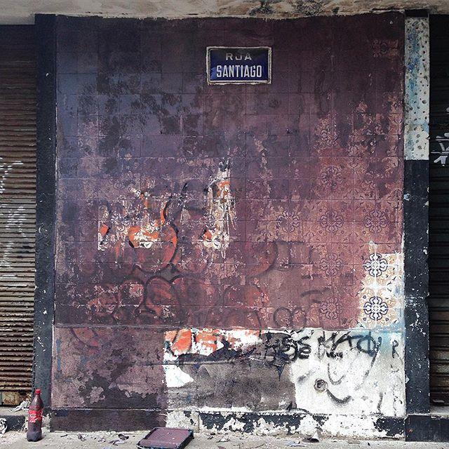 Quando o nada te significa alguma coisa!! #pintura #graffti #cores #streetart #riodejaneiro #artecontemporanea #tintasnosmuros #spray #sentimento #ilusões #felicidade #fotografia #streetartrio #tinta #formas #arte