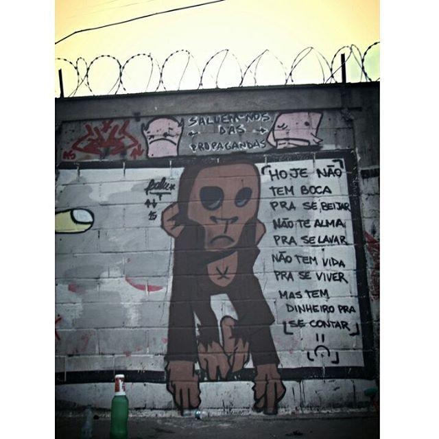 Respeitem os personas, deixei mensagem: Salvem-nos das propagandas !!! #graffiti #bomb #throwup #xarpi #xarpirj #pixo #tag #persona #urbanart #arteurbana #estreetart #riodejaneiro #hotmonkey #amantesdotraçooculto #novaera #StreetArtRio #vandalovers #monkey #macaco #criolo #rap #music #musica #esquivadaesgrima