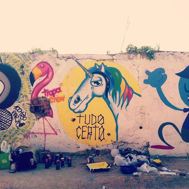 Só de sacanagem vai dar tudo certo. @trapa_crew marcando presença no mutirão do Salgueiro. Valeu kachaça pela estrutura!! #trapacrew #salgueiro #rafa #rafagraffiti #rafaelgeraldo #unicórnio #unicorn #grafite #graffiti #graffitiart #streetart #streetartrio #flamingo #tijuca #tijukistan #tijukistao