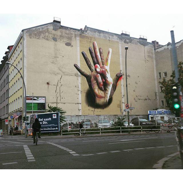 #graphitti #art #hand #victory #streetart #photographer #photography #berlincity #graffiti #spraypaint #colourart #sketch #carioquissimo #artwork #draw #illustration #graffiti #berlin #freehand #sketchbook #streetartrio #artoftheday #creative #urbanwalls #graffitiporn