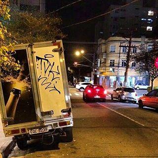 por: @tamovivo • #rjvandal #streetartrio #streetart #graffiti #graffitiart #art #riodejaneiro #tags #tagsandthrows #throwsup #throwsupz #bombing #bomb #grafite #artist #artoftheday #arteurbana #rj #urbanart #artederua #rua #graffitiwall #sprayart #vandal #galeriaceuaberto #olheosmuros #bombingbrasil #graffitirio #art #makeart