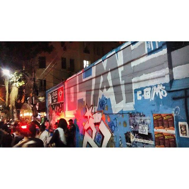 @etnereverri @93nks • #rjvandal #streetartrio #streetart #graffiti #graffitiart #art #riodejaneiro #tags #tagsandthrows #throwsup #throwsupz #bombing #bomb #grafite #artist #artoftheday #arteurbana #rj #urbanart #artederua #rua #graffitiwall #sprayart #vandal #galeriaceuaberto #olheosmuros #bombingbrasil #graffitirio #art #makeart