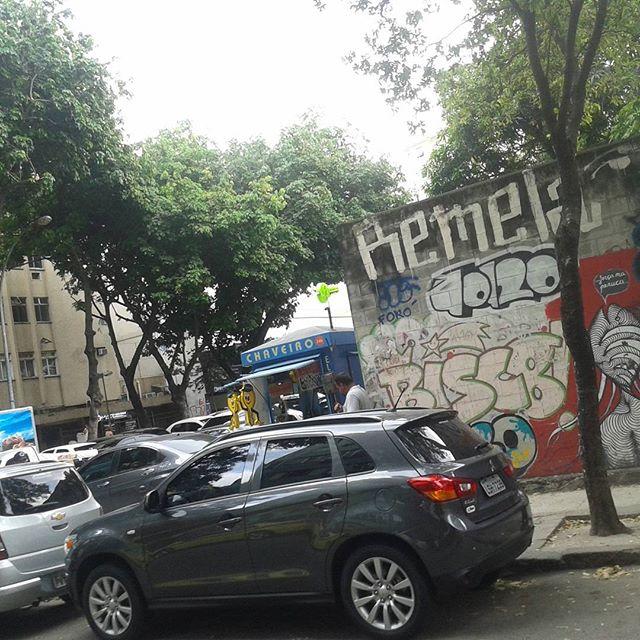 Ainda sobre aquele vandal. #graffiti #streetstyle #streetartrio #streetart #art #ktt #ttk #throwsupp #tagsandthrows #xarpi