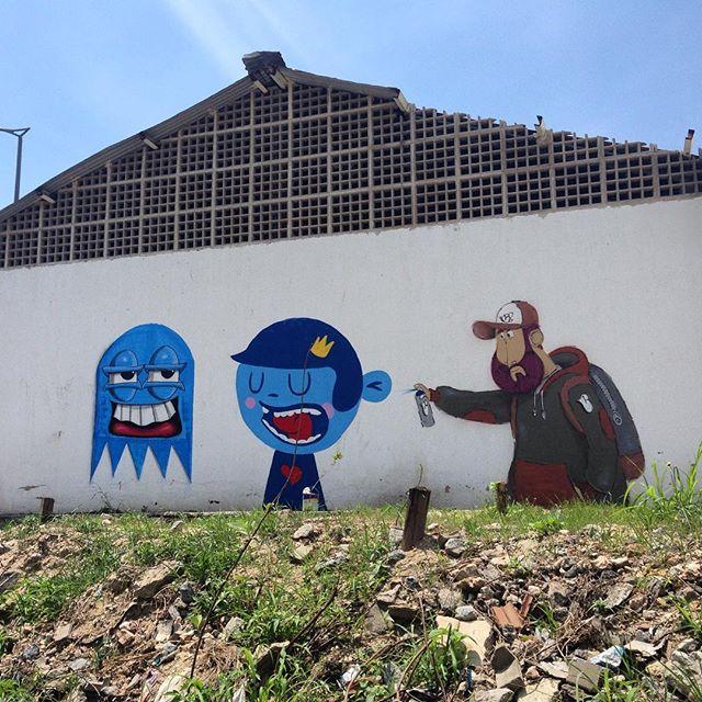 Andando encontrei @castleonardo e @nadigraffiti #streetart #streetartrio #streetartphoto #graffiti #characterdesign #cazesawaya #caze