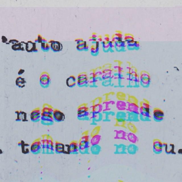 """Assim em neon pq achei poético e fiquei feliz que não acentuaram """"cu"""". #igersrio #ig_riodejaneiro #errejota #liveloverio #streetart #streetartrio #linomuro #oqueasruasfalam #justsaying"""