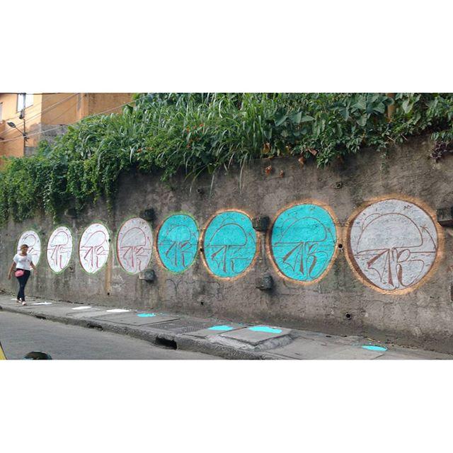 Atenção com as regras do local!! #streetartrio #streetart #graffiti #throwup #spray #riodejaneiro #brasil #tagsandthrowups #tagsandthrows