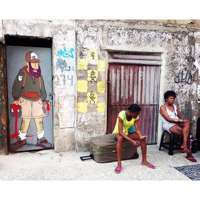 Boa noite, Brasil! #barbudinhoo #lapa #riodejaneiro #helldejaneiro #caos #miseriaatequando #realidade #pobreza #centro #streetart #streetartrio #streetartphoto #characterdesign #character #graffiti #graffiticharacter #cazesawaya #caze