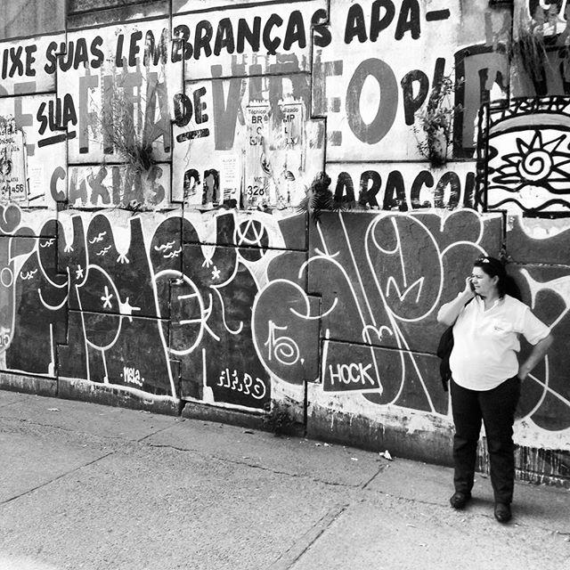 Foto por : @ofirmezah No rolé com mano @super.87 @rdoiso.af #graffiti #graffitivandal #rjvandal #ilovebombing #tagsandthrows #streetartrio #artistasurbanoscrew #estiloriginal