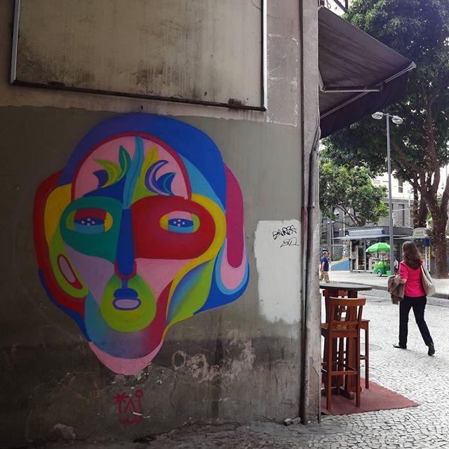 Graffiti art by @tainancabral . #tainancabral #tropical #streetartrio #graffitiart #streetart #artederua #urbanart #arteurbana