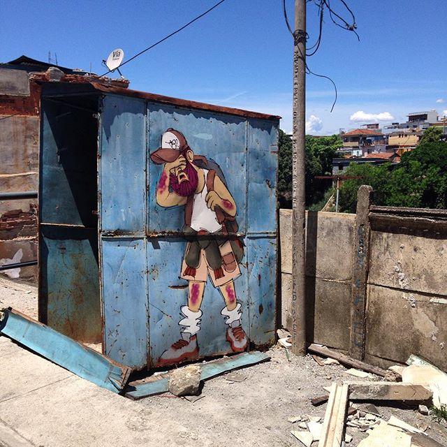 Hoje está muito quente! #guarabu #cclg #salvejoao #comunidade #ilhadogovernador #cazesawaya #streetart #streetartrio #streetstyle #streetarteverywhere #charactergraffiti