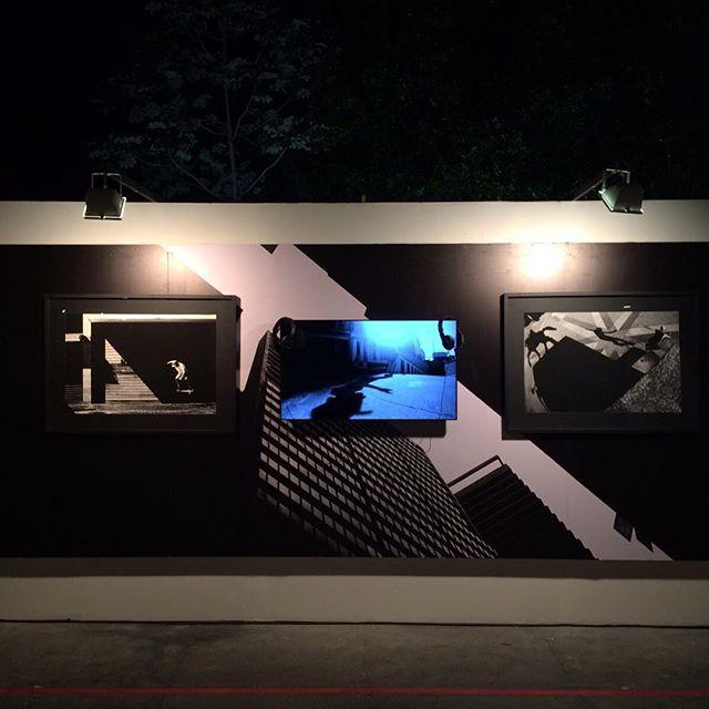 Ontem ficamos até tarde cuidando dos últimos detalhes da @artecore . Esse é o painel do fotógrafo Ronaldo Land. Foi impresso em alta resolução em adesivo vinil fosco. Sobre a Arte Core: o evento está melhor a cada ano. Hoje e amanhã nos jardins do MAM #artecore #artecorenomam #artecore2015 #aartevaisalvaromundo