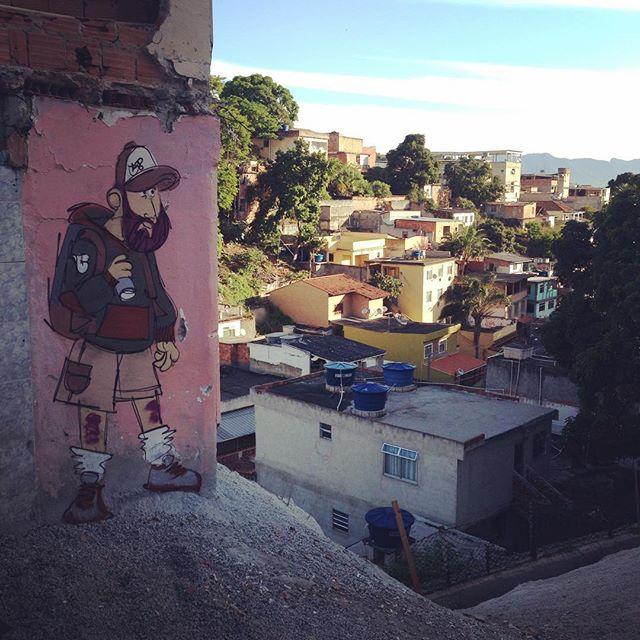 #ilhadogovernador #streetstyle #streetartrio #streetart #barbudinhoo #cazesawaya #caze
