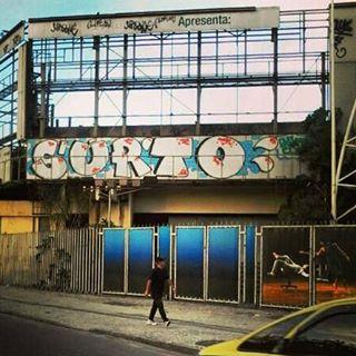 por: @surtoclan • #rjvandal #streetartrio #streetart #graffiti #graffitiart #art #riodejaneiro #tags #tagsandthrows #throwsup #throwsupz #bombing #bomb #grafite #artist #artoftheday #arteurbana #rj #urbanart #artederua #rua #graffitiwall #sprayart #vandal #galeriaceuaberto #olheosmuros #bombingbrasil #graffitirio #art #makeart