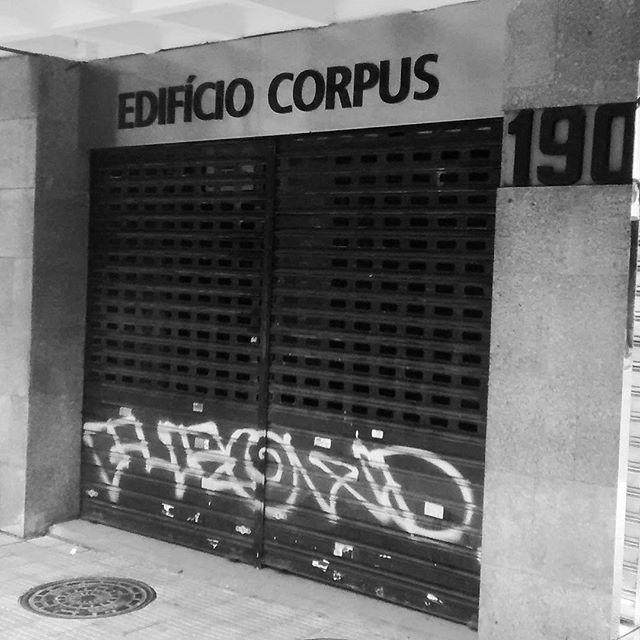 por: #purowd • #rjvandal #streetartrio #streetart #graffiti #graffitiart #art #riodejaneiro #tags #tagsandthrows #throwsup #throwsupz #bombing #bomb #grafite #artist #artoftheday #arteurbana #rj #urbanart #artederua #rua #graffitiwall #sprayart #vandal #galeriaceuaberto #olheosmuros #bombingbrasil #graffitirio #art #makeart