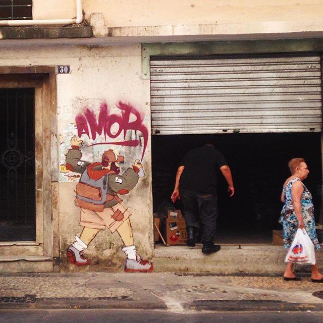 @cazesawaya espalhando amor na André Cavalcante, Lapa. #streetartrio #streetart #streetartrj #instagrafite #graffiti #amor #aruaénóiz #arteurbana #rj #riodejaneiro #lapa #centro