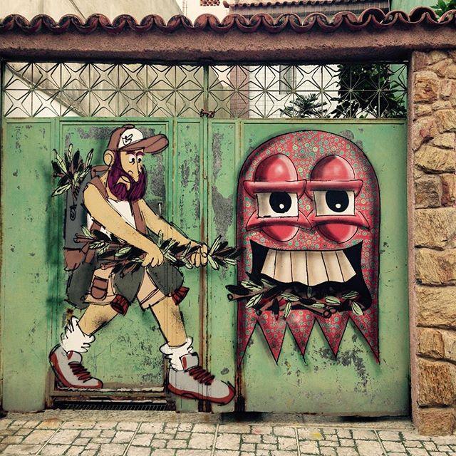 Alimentando o monstro fantasminha. #cazesawaya #streetart #streetartrio #streetstyle #barbudinhoo #andarilho #cast #pimpmyboat