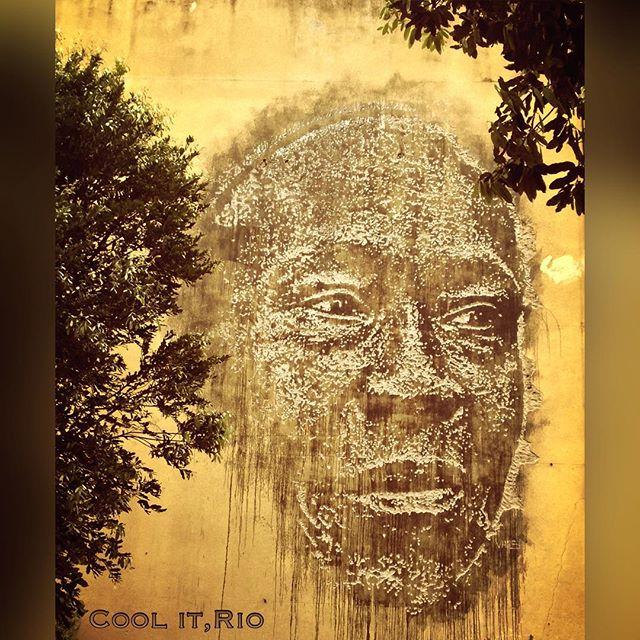Arte de rua fantástica,esculpida na parede de um prédio. **** Fantastic street art,carved in wall of a building. Copacabana, Rio de Janeiro. **** #copacabana #diadaconsciêncianegra #zumbi #consciencianegra #20denovembro #blackconsciousness #saynotoracism #everydayriodejaneiro #about_rio #rio4gringos #dolemeaopontal #brazucatotal #apaixonadospelorio #streetart #streetartandgraffiti #movimentotragaamor #riocomamor #everydayriodejaneiro #streetartrio #rioalternativo #brazilgram_ #orionaoesopraia #curtaorj #instagrafite #streetart_official #spraychilled #murosporai #grafitti #streetartnews #arteurbanabr