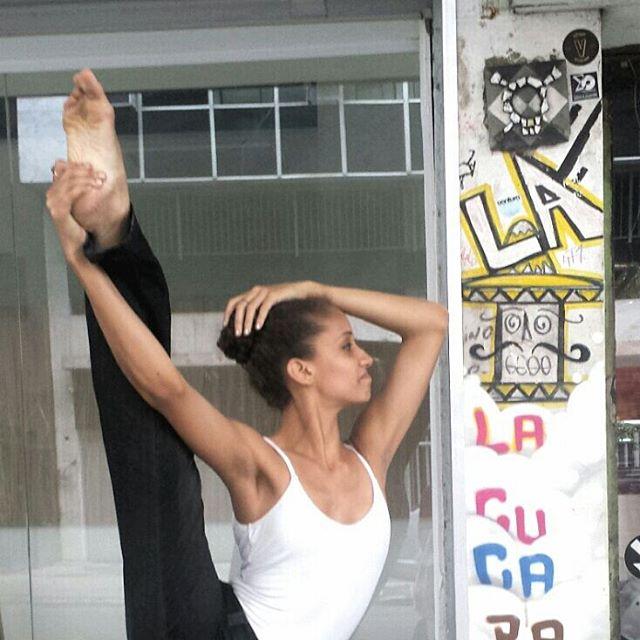 Bailarina. Foto 2 de 2 #ig_graffiti #igersbrasil #igersrio #riodejaneiro #rio #carioca #cariocagram #igersfollow #aloalorio #graffitiart #graffiti #brstreet #grafite #arteurbana #urbanart #streetart #streetartrio #instagraff #artecallejero #ArteUrbanaBR #streetphotography #arte #painting #ipanema #bailarina #ballet #dançarina #dança #dance #art