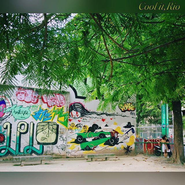 Beijos num cantinho em Botafogo. **** Little kisses on the corner,Botafogo,Rio de Janeiro. **** #lovebotafogo #botafogo #_botasoho #streetart #streetartandgraffiti #movimentotragaamor #riocomamor #everydaybrasil #everydayriodejaneiro #apaixonadospelorio #rioilove #streetartrio #rioalternativo #brazilgram_ #orionaoesopraia #dolemeaopontal #curtaorj #instagrafite #olharescariocas #streetart_official #picture_by_iphone #spraychilled #murosporai #photography_shoutouts18 #olharcarioca_ #grafitti #rioeuteamo #riosul #streetartnews #arteurbanabr