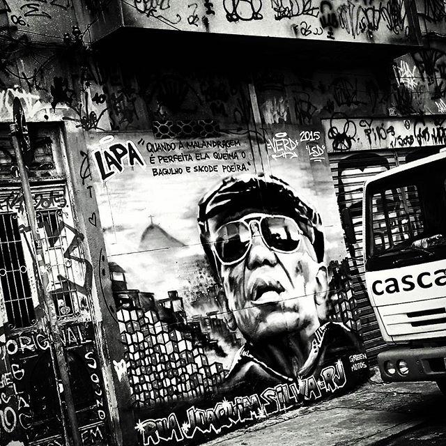 #BezerradaSilva #urbangraffiti #grafite #graffitiart #streetart #StreetArtRio #graffitirio #wallpainting #painting #paint #mural #persiana #shutter #instastreet #streetphotography #streetphoto #graffiti #graff #pixacao #pixação #rua #street #Lapa #RiodeJaneiro #RJ #BR #Rio #Brasil