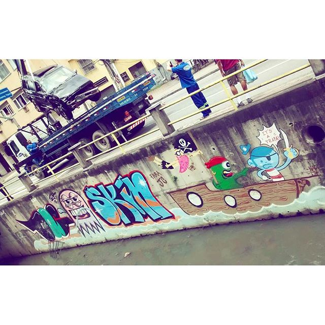 Carro cai no Rio Maracanã. Não há informações de feridos. Graffiti do Bac sofreu pequenas escoriações mas passa bem.