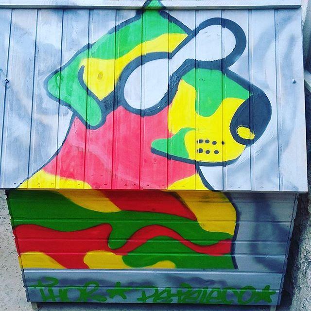 Casinha nova do Thor kalled e da peteleco! #VamosColoriroMundoIrúúú #urbanart #graffit #graffit #StreetArtRio #dogs #100troPark #ADC