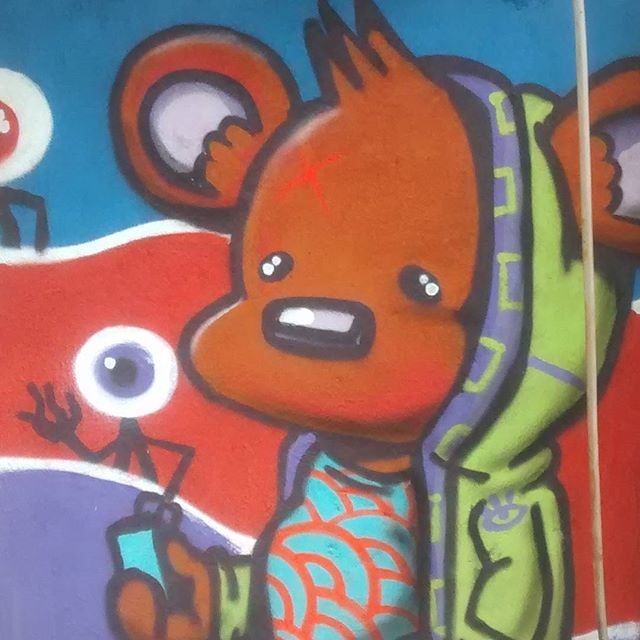 Cell phone Bear. Arte rápida no Grajaú. #bbarata #baratacareca #bara #urbanart #streetart #graffiti #mtn94 #mtnbrasil #grajau #noucolors #panopticon #streetartrio