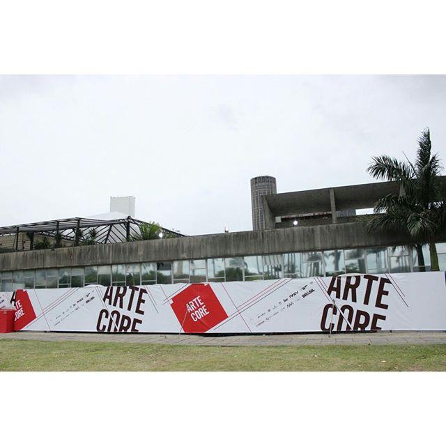 Cobrimos os fundos do MAM :) Banner de 30 X 2 metros em lona fosca.