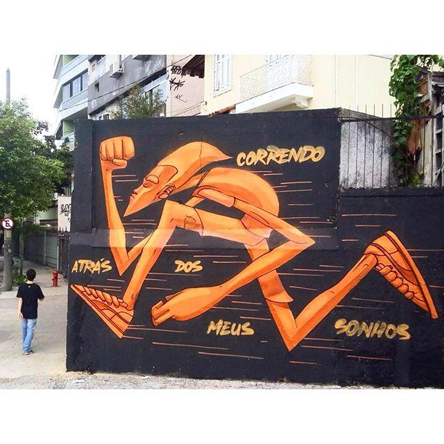 """Correndo atrás dos meus sonhos.""  #graffiti #grafite #fatcap #noucolors #nouadvocats #marceloeco #orange #laranja #spraycans #streetartrio #tijukistao #tjk #eco #carioca #street #rua #ilovebombing #foreverfaster #pumabrasil #puma #pumaspoststyle #lonewolf #lobosolitario #tagsandtrows"