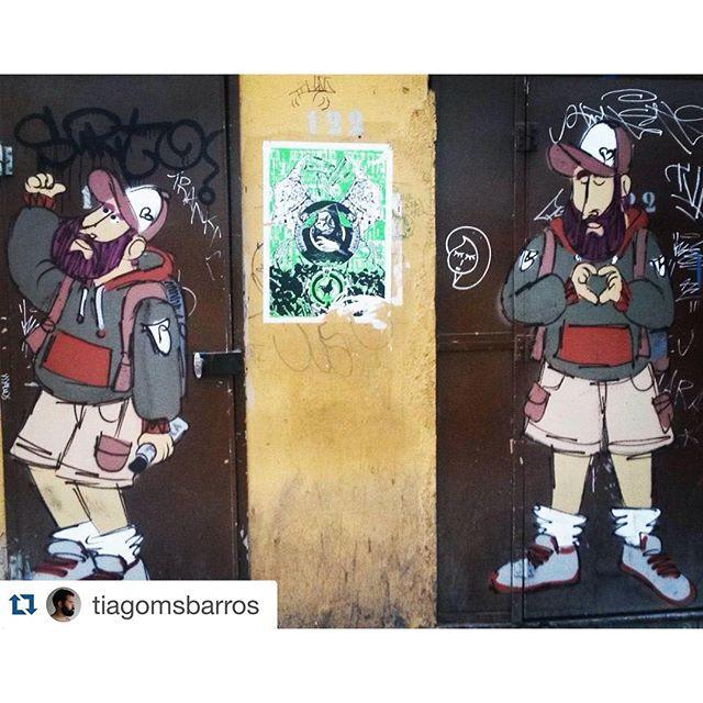 Dose dupla de #barbudinhoo #andarilho #lapa #lapapresente #cazesawaya #streetartrio #door