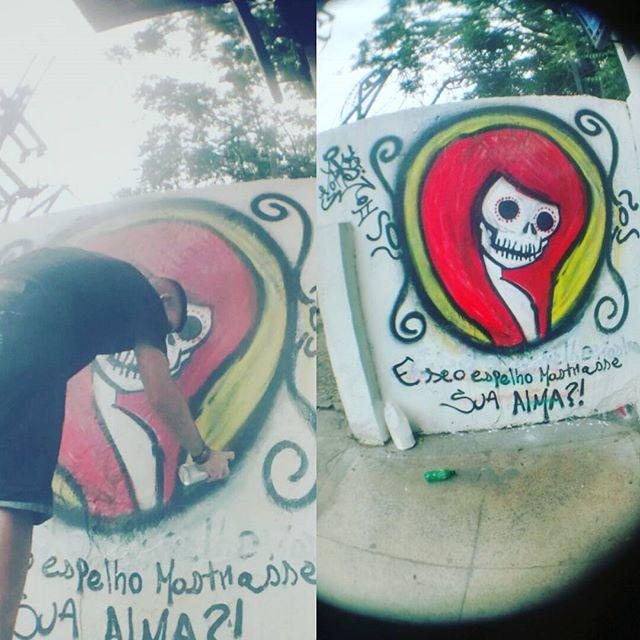 E se o espelho mostrasse sua alma? #Lord95 #StreetArtRio #graffitirj #graffiti #vandalismo #vandalism #vandal #vandalrj #cotidianocarioca #errejota #baixada #bxd