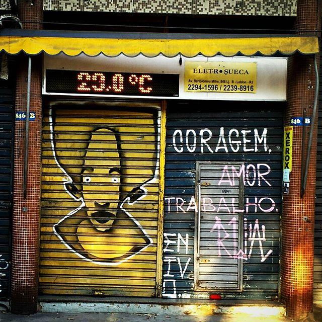 #ENIVO #urbangraffiti #grafite #graffitiart #streetart #StreetArtRio #graffitirio #wallpainting #painting #paint #mural #persiana #shutter #instastreet #streetphotography #streetphoto #graffiti #graff #rua #street #Lapa #RiodeJaneiro #RJ #BR #Rio #Brasil