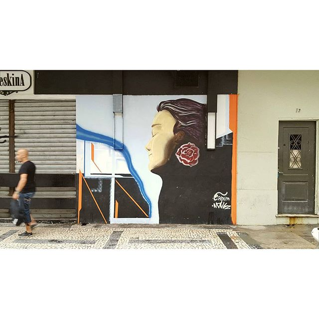 Ela de novo #buteskina #capimnaparede #graffiti #streetart #streetartrio #globalstreetart # copacabana #riodejaneiro #rj #94 #mtn