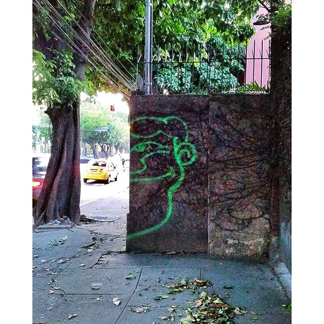 Eu quero a Esperança de óculos. . . #angatu #angatus #hiran #rafaelhiran #personagem #olheosmuros #streetartrio #fromthestreet #fromthestreets #igersrio #issovicia #artebrasileiros #brarts #arquetipus #graffitilovers #ilovegraffiti #bombing #graffiticlassicmoments #graffitiigers #cenaurbana #olhares #fotografiaurbana #streetart #streetartbrazil #streetphotography #streetarteverywhere #poesiadoolhar #graffitivandal