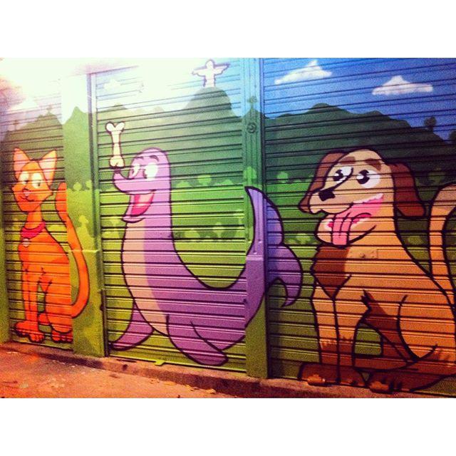 Gostaria de agradecer aos donos do petshop FOCA NA PITICHA que confiaram no meu trabalho e me deram todo o suporte para que o trabalho pudesse ser realizado. #streetartrio #pato #reparecrew #focanapitucha #petshop #graffitijob #urban #art #mini #art #streetart #instagraffiti #streetartistry #thestreetartloft #urbanart #graffiti #citywalking #arte #graffitiart #murals #hosierlane #spraypaint #aerosol #citylife #siemreap