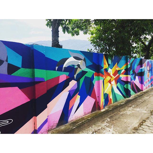 Lindas cores! #streetartrio #murosdorio #jockeyclub #lagoarodrigodefreitas #riodejaneiro #caminhada #projetosaúde #graffiti #graffrio #grafite