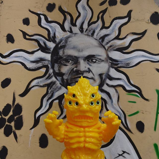 Melting Vinyl Hardcore in hot Rio! #6eyedghoul #mutantvinylhardcore #MVH #sofubi #emersonagulha #streetartrio #spraypaint