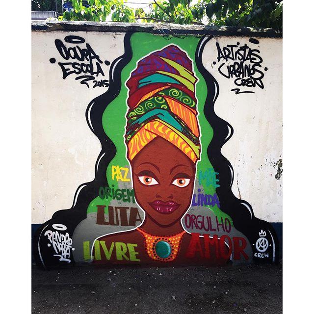 Minha homenagem a todas as mulheres negras / Pintura realizada durante o Ocupa Escola que rolou na E.M Coelho Neto. #pandronobã #ocupaescola #streetartrio #streetart #artistasurbanoscrew #zonanorteetc #ruasdazn #graffiti #mulhernegra #orgulhonegro #coresdaafrica #afro #riodejaneiro 2015