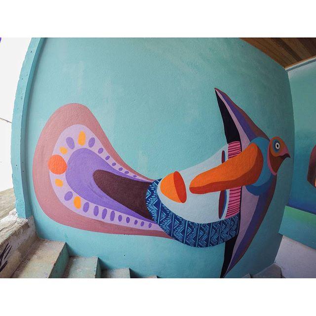 Minha parte da pintura nesse feriado no @flordailhahostel com os monstros @tainancabral e @memiguilherme #bigisland #ilhagrande #flordailhahostel #arte #art #streetart #graffiti #instagraffiti #spray #spraydaily #ururah #urbanarts #arteurbana #galeriaaceuaberto #streetartrio