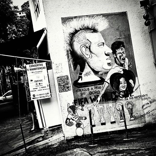 #Neymarjr #graffiti #graff #grafite #urbangraffiti #instagrafite #instagraff #graffitirio #graffitiphoto #graffitiphotography #streetphotography #streetphoto #instastreet #Rua #bnw #blackandwhite #insta_bnw #monotone #pretoebranco #monochrome #bnwphotography #bnw_street #santatereza #Rio #RiodeJaneiro #RJ #Brasil #StreetArtRio