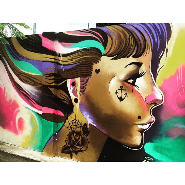 No detalhe... Linda e tatuada! #graffrio #graffiti #grafite #streetartrio #murosdorio #jockeyclub #lagoarodrigodefreitas #riodejaneiro #projetosaúde #caminhada