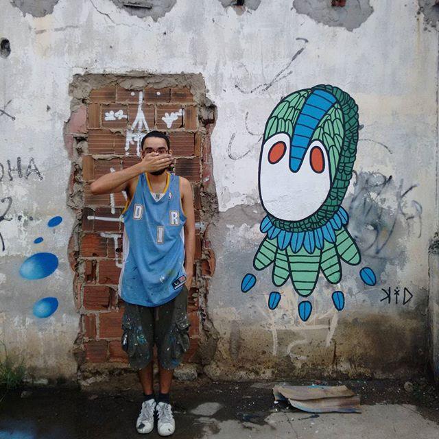 O sujo e a tinta PH: @sub.the #sujeira #casaabandonada #subúrbio #riodejaneiro #padremiguel #graffitirj #graffiti #streetart #streetartrio #rua #rjgraffiti #rjvandal #collors #cores #coresfrias #artgallery #artesvisuais #arteurbana