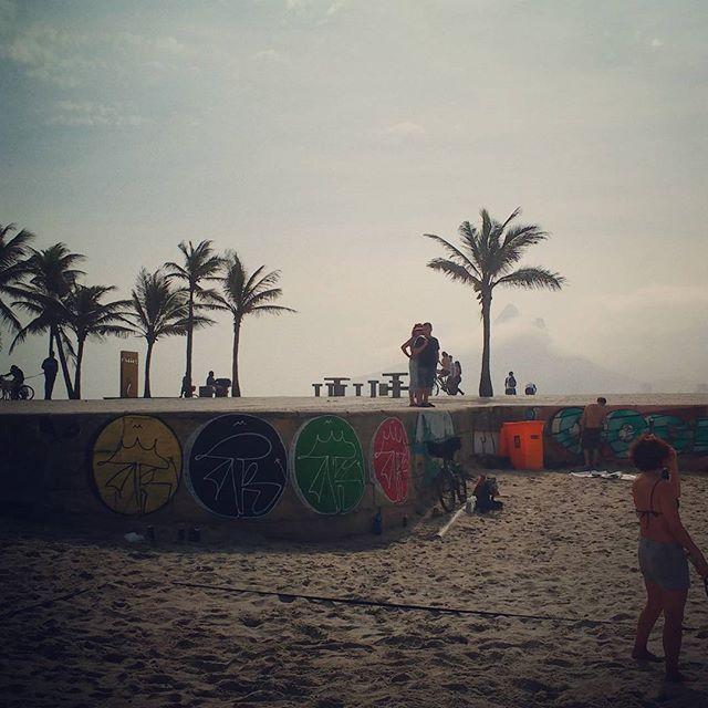 Ontem junto do amigo Code que tá de role no Rio. #streetartrio #graffiti #spray #tagsandthrows #rjvandal