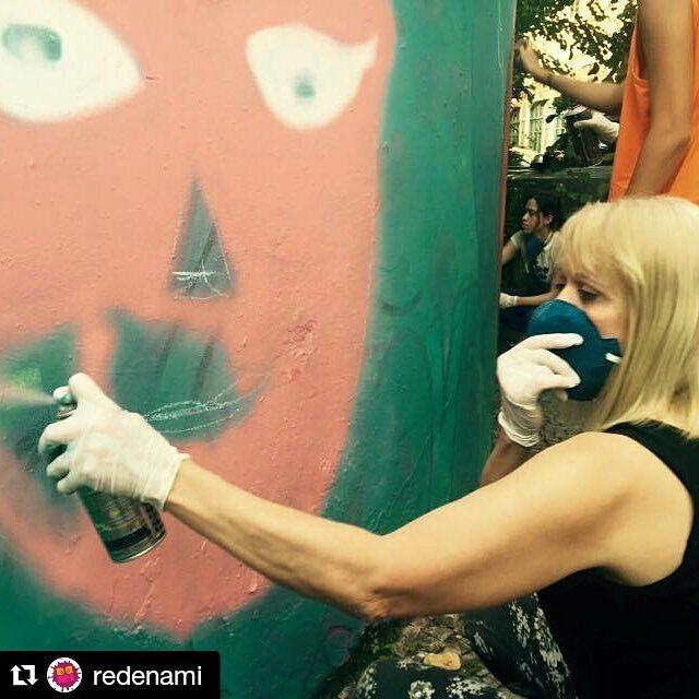 """Para Kobra paint no hay edad! Elizabeth de 57 años quiere ser grafitera y quiere ayudar a Muchas mujeres que han sufrido violencia doméstica. #kobrapaint # #kobrapaintmexico #Repost @redenami with @repostapp ・・・ """"Tenho 57 anos e Tb quero ser grafiteira pois quero ajudar outras mulheres que sofrem ou já sofreram com a violência doméstica"""" Disse Elizabeth na oficina das #AfroGrafiteiras no #CEDIM #xoviolencia #leimariadapenha @brazilfound #instagrafite #streetartrio #grafiteiras #redenami #xomachismo"""