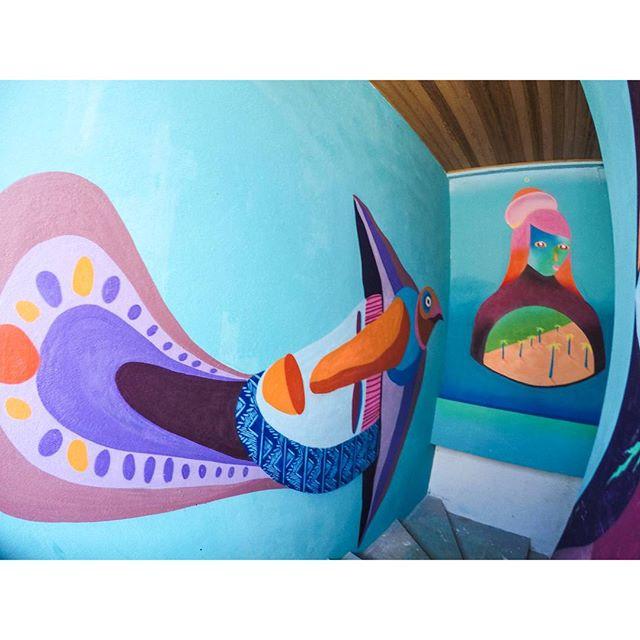 Pintura feita com os amigos @tainancabral e @memiguilherme no @flordailhahostel #streetart #streetartnews #arteurbana #art #ilhagrande #bigisland #rj #flordailhahostel #arte #ururah #galeriaaceuaberto #streetartrio #streetartgallery
